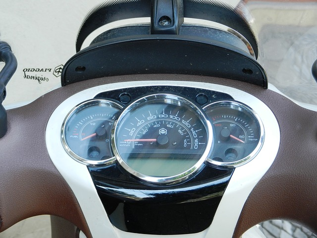 ukazatelé na motorce