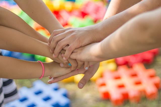 ruce dětí